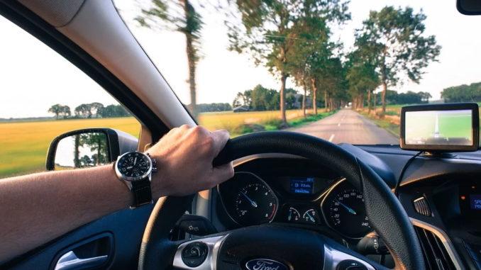 6 von 10 Autofahrern informieren sich online über Staus