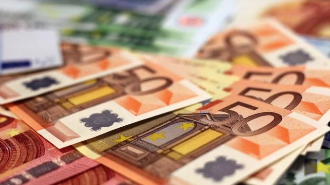Jeder Dritte würde per Sprachbefehl Geld überweisen
