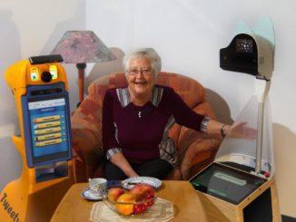 Assistenzrobotik für häusliche Pflege durch videobasiertes Angehörigennetzwerk