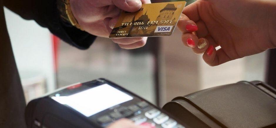 Gleichberechtigung von Bargeld, Karte und Smartphone