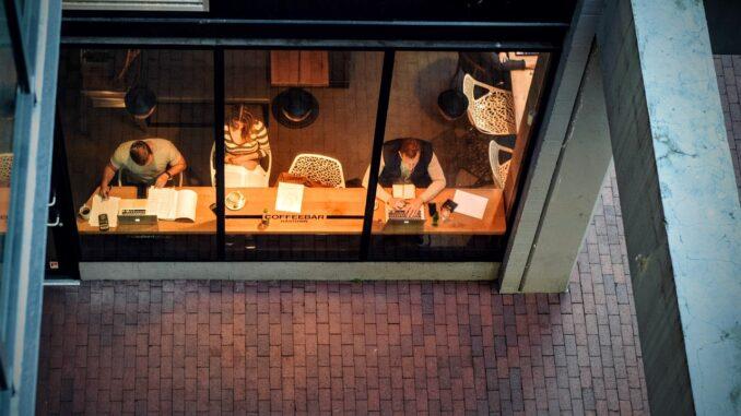 Wie Sie Ihr Café zum perfekten Arbeitsplatz für digitale Nomaden machen