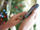 Das Smartphone ist bei 82 Prozent an Heiligabend dabei