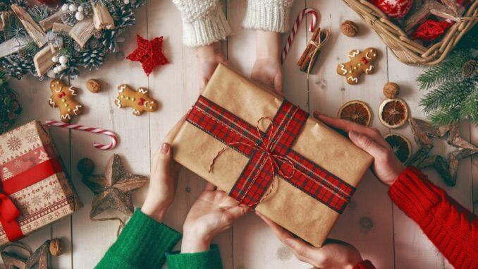 7 von 10 Verbrauchern kaufen Weihnachtsgeschenke im Netz