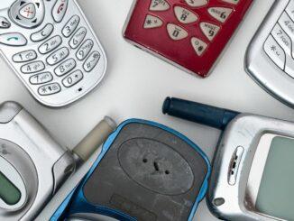 Mehr als 200 Millionen Alt-Handys lagern in deutschen Wohnungen