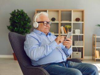 Mehr als die Hälfte der Über-65-Jährigen nutzt kein Smartphone