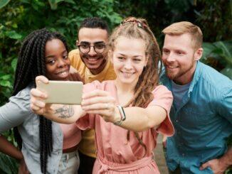 Selfie-Trend ungebrochen: Vier von fünf Smartphone-Usern machen Selbstporträts