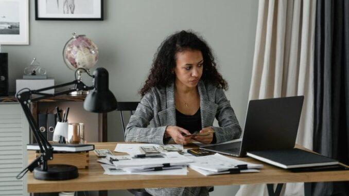 Gehaltsabrechnung online machen - das sollte man wissen